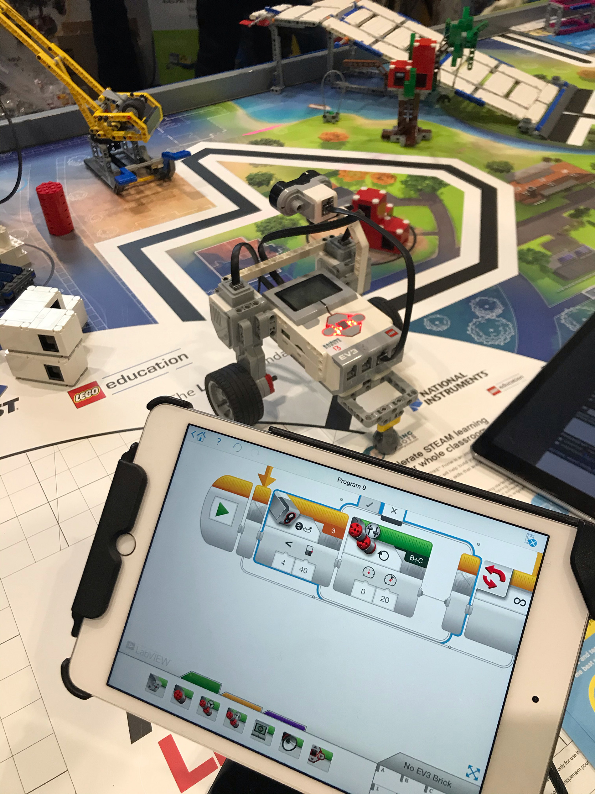 Robotprogrammering med Lego. Foto: Louise Lindqvist Sassene