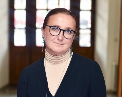 Emina Kovacic skriver helst om hur roligt det är att jobba som kommunarkitekt, om arkitekturens kraft och om andra europeiska länders stadspolitik.