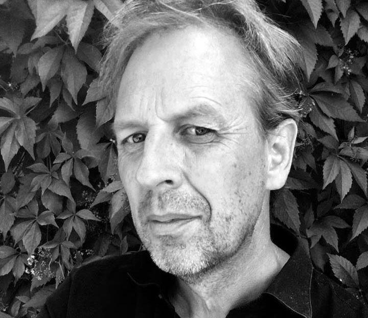 Lars Gezelius skriver om restaurering och om enskilda arkitekter och deras byggnadsverk.