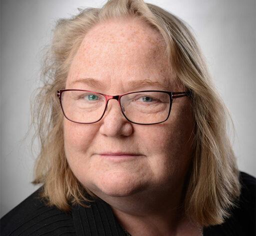 Monika Albertsson skriver främst om funktion och tillgänglighet i byggd miljö. Hon tar upp både bra och dåliga exempel och hur man gör rätt från början.